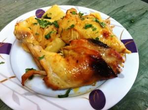 עוף עם תפוחי אדמה ברוטב הדרים