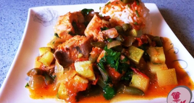 דג סלמון עם ירקות בווק