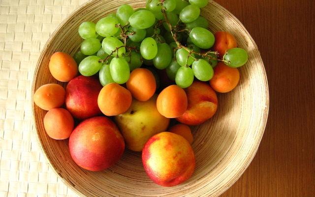 tasty-fruits-1553108-640x480