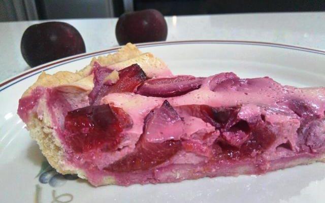 עוגת שזיפים על בצק פריך