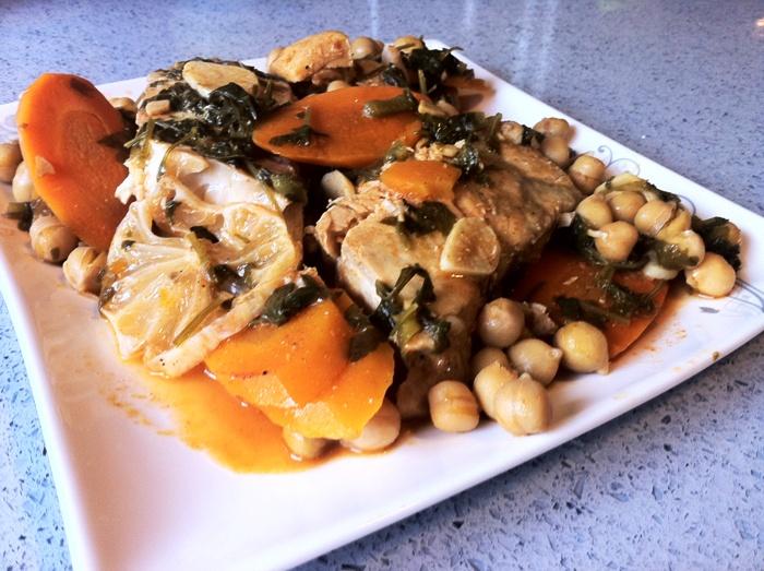 דג פיקנטי עם ירקות