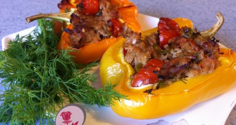 פילפלים אפוים עם עגבניות וטונה